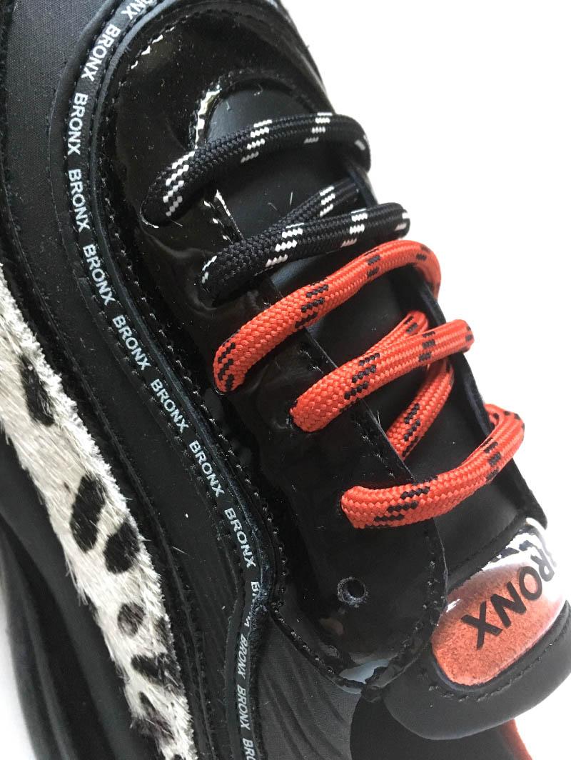 Basket Bronx tricolore à lacets rouges, tachetée et semelle XXL chez I Lov Shoes à Annecy (détail)