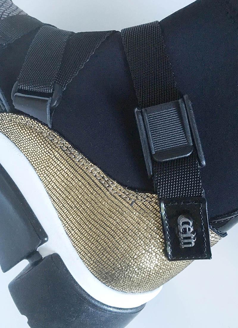 Cetti - bottine chaussette cuir noir et or et tissu imperméable avec fermeture clip chez Chérie Chaussures Annecy (détail)