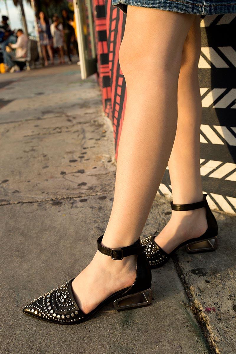 Fru.it-mode-leader-chaussures-originales-cuir-noir-clous-Cherie