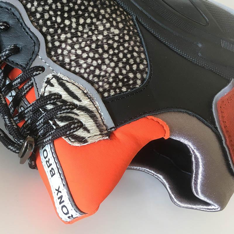 Basket Bronx tricolore chaussette à lacets rouges, tachetée et semelle XXL chez I Lov Shoes à Annecy (détail)