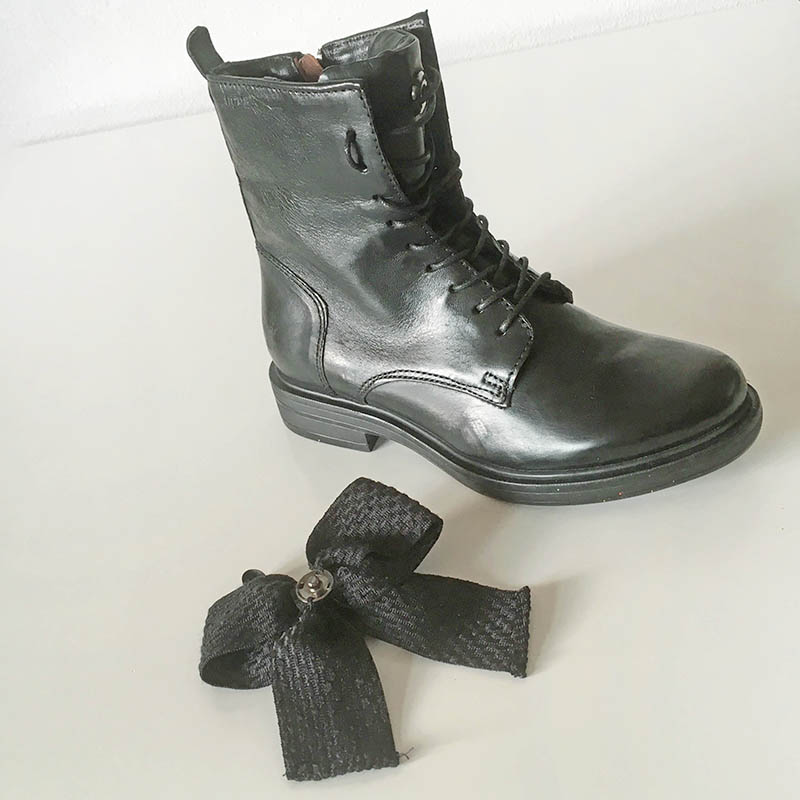 Mjus, bottine cuir noire avec noeud chez I Lov Shoes Annecy
