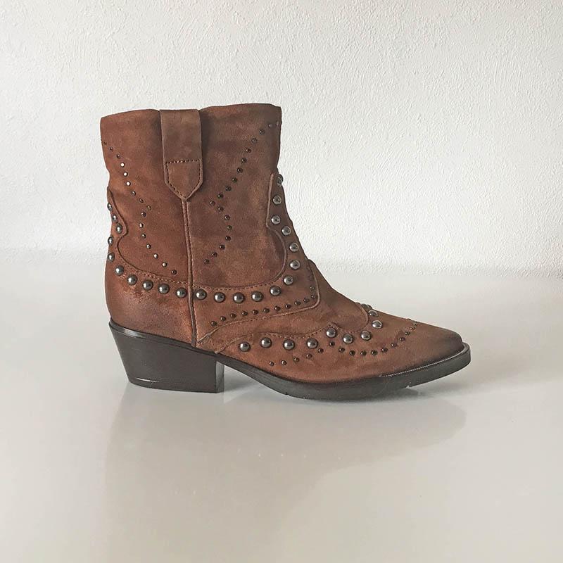 Mjus bottine tiag en veau velours orné de clous chez I Lov Shoes Annecy