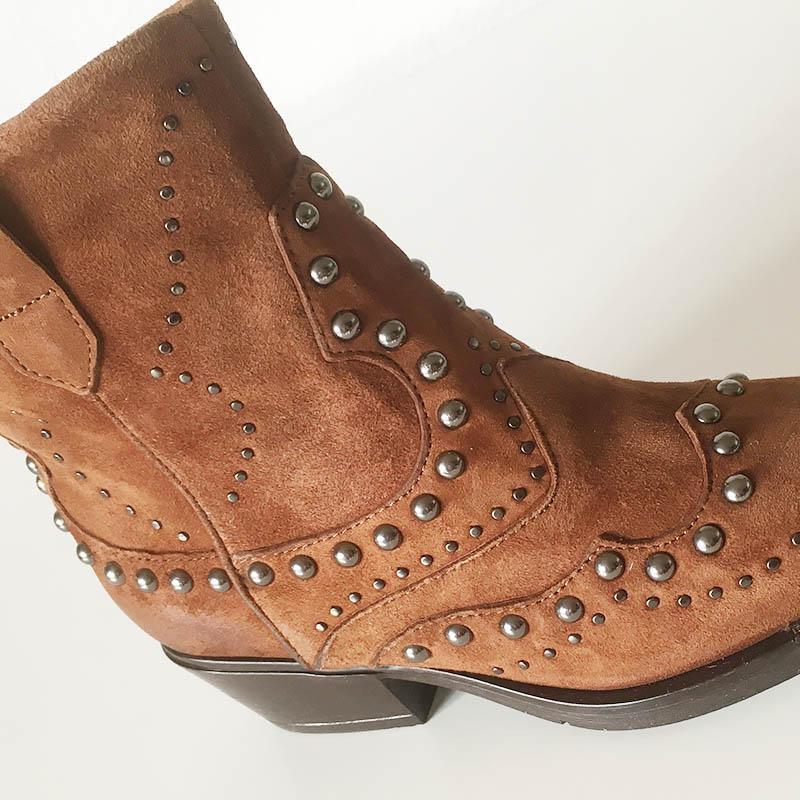 Mjus bottine tiag en veau velours orné de clous (détail) chez I Lov Shoes Annecy