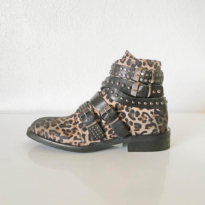 Smerdjian - bottillon en cuir motif panthère sanglé affichant 4 boucles chez Chérie Chaussures Annecy