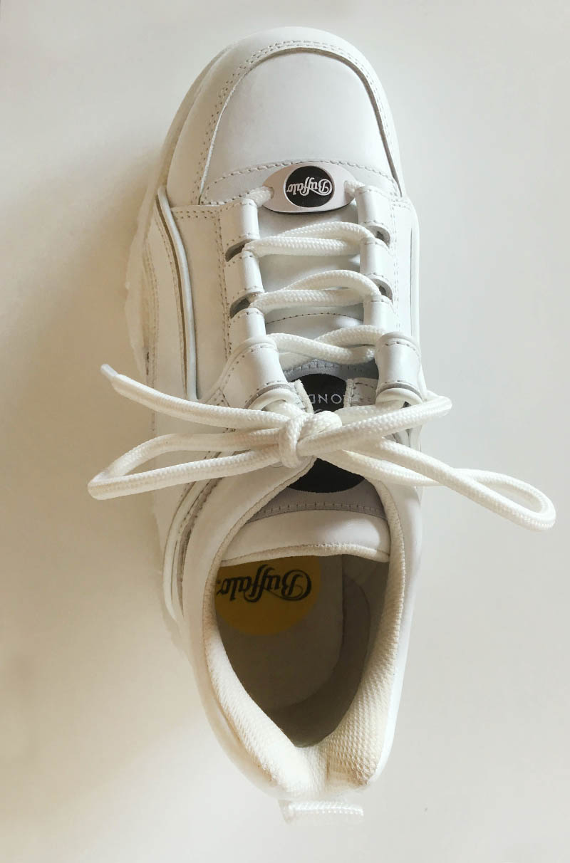 Buffalo - basket cuir blanche chez Trendy Shoes