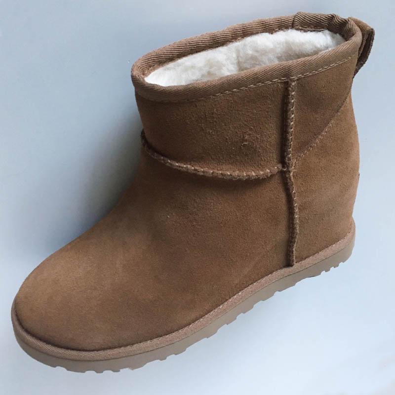Bottine UGG veau velours à semelle compensée chez Chérie Chaussures Annecy