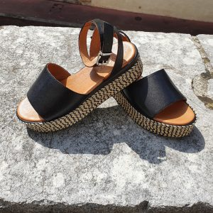 sandale plateforme en cuir noire Inuovo vendu chez chérie chaussures